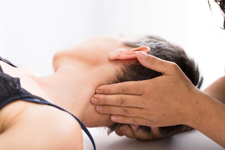 Kopfschmerzen, Schwindel, Konzentrationsprobleme, Sehstörungen, Kieferprobleme - viele Probleme hängen mit zuviel Anspannung im Nacken zusammen